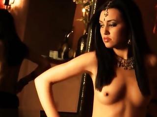 Dancing HD Indian MILF Seduced Striptease